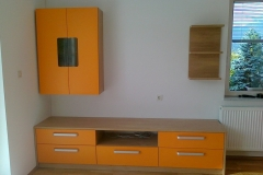 Klasična dnevna soba z omarami