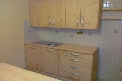Masivna kuhinja iz smrekovega lesa