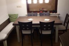 Moderna masivna jedilnica v kuhinji