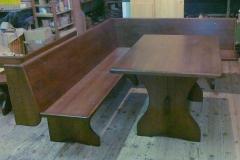 Masivno pohšitvo jedilne mize in leseni stoli