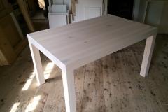 Masivna miza v izdelavi