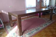 Moderna izvedba jedilne mize po meri