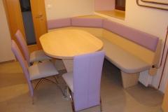 Jedilne mize in leseni stoli