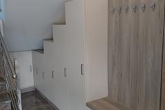 Moderna predsoba pod stopnicami