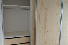 Drsna vrata v moderni spalnici