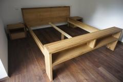 Masivna hrastova postelja