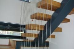 Hrastove kocke na železnem stebru za stopnice